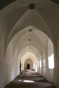 Du wirst große Freude haben an den alten Kirchen und Klöstern,  die Du auf Deinem Pilgerweg antreffen wirst!